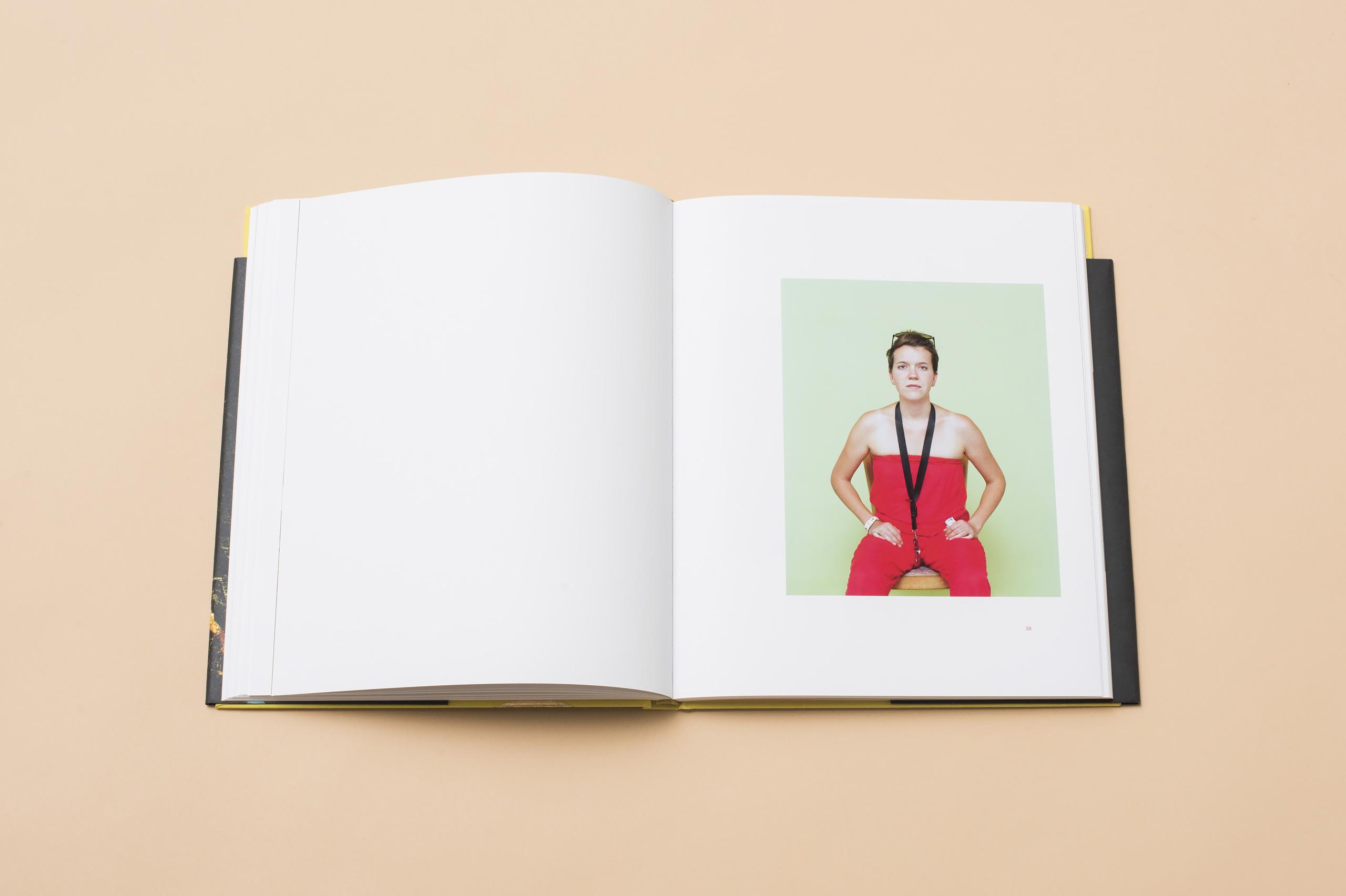Melanie Brandel, Grafikdesign, Bern, Solothurn, Buchdesign, Editorialdesign, Fotografie, Die Heitere Fahne, Vernissage, Ruben Wyttenbach